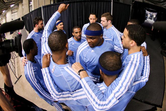 Los Grizzlies anim�ndose para afrontar el partido contra los Spurs.