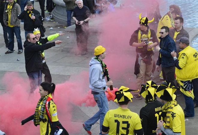 Las aficiones del Bayern y del Borussia Dortmund ya velan armas antes de jugarse La Orejona. La capital inglesa, invadida por el fútbol alemán y sus seguidores.