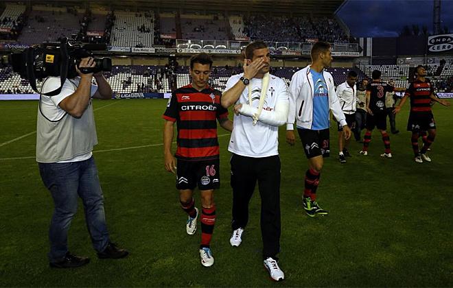 Javi Varas se retir� entre l�grimas del estadio de Zorrilla por su lesi�n.