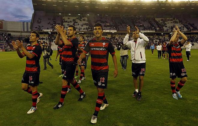 Los jugadores del Celta celebraron con sus aficionados la victoria contra el Valladolid.