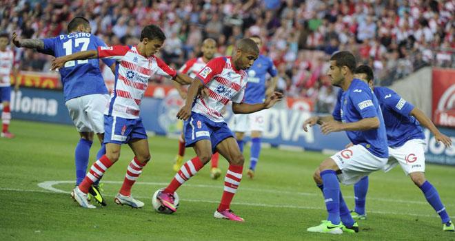 Brahimi y Buonanotte en una de las jugadas del partido en el encuentro de la 38 Jornada de la Liga BBVA en el Nuevo Estadio de los Cármenes