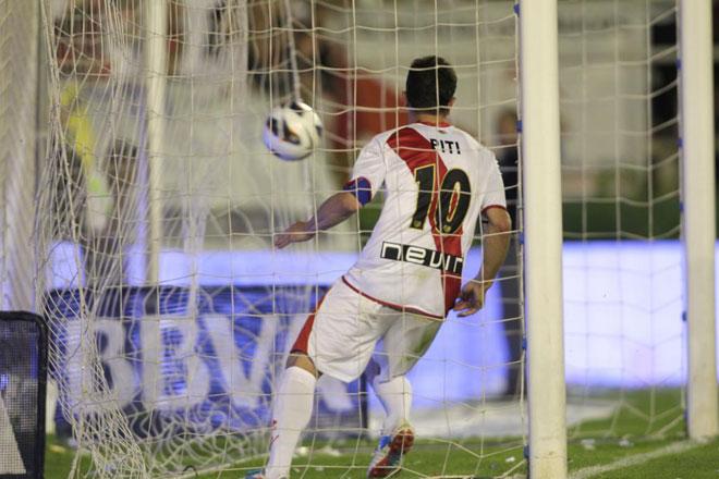 Rayo y Athletic empataron (2-2) en el partido que cerr� la mejor temporada de la historia del club franjirrojo. V�zquez adelant� a los locales, Susaeta y Aurtenetxe remontaron el encuentro y Piti puso las tablas definitivas al marcador.