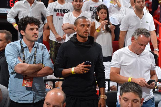 El actor Jesse Williams, el popular interno guaperas Jackson Avery de Anatom�a de Grey, disfrut� a pie de pista del segundo partido de las Finales de la NBA.