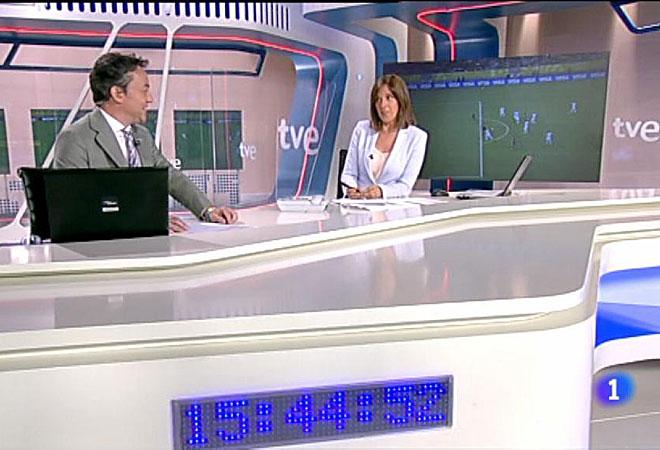 Sergio Sauca, de TVE, luce la pulsera de Madrid 2020.