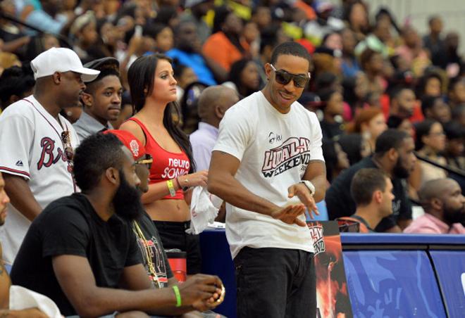 James Harden (Rockets) disfrut� con al rapero Ludacris de un acto promocional de baloncesto en Atlanta.