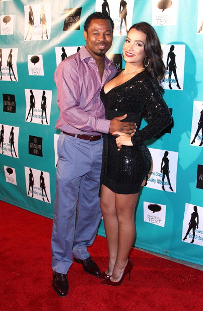 Sugar Shane Mosley y Bella Gonzalez llegando a la fiesta de cumplea�os de Laura Govan organizada por Gilbert Arenas en Beverly Hills.