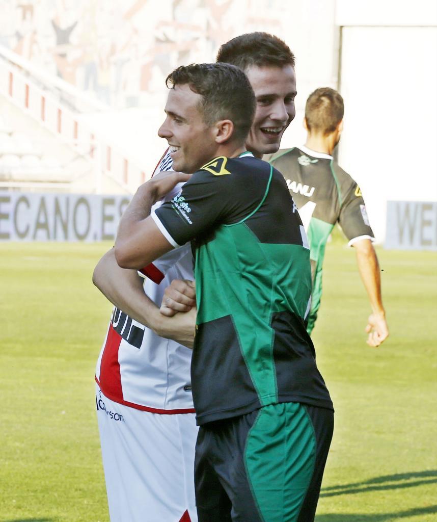 Reencuentro especial entre Aarón y Saúl Ñíguez. El primero debutó en la Liga BBVA con el Elche. El segundo completó un gran partido con el Rayo, en donde jugará cedido esta temporada por el Atlético de Madrid.