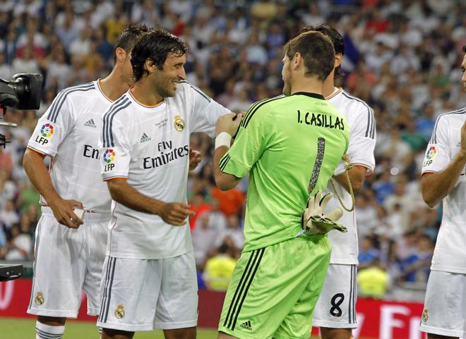 Casillas quiso que Ra�l llevase el brazalete de capit�n.