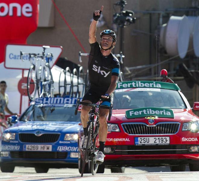 El bielorruso Vasil Kiryienka se proclamó vencedor en Peña Cabarga y logró su primer triunfo desde 2011 y el primero desde que viste el maillot del Sky.