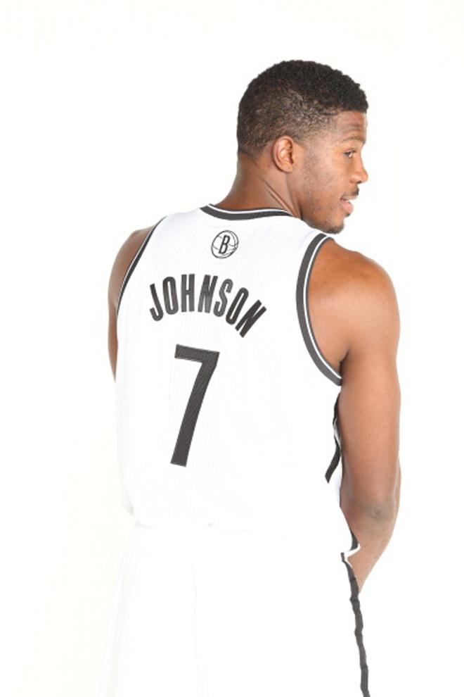 """La NBA ha comunicado que la camiseta más vendida en todo el mundo durante la pasada temporada fue la de... ¡LeBron James! """"Entiendo que cuando una persona se pone la camiseta de un jugador es que quiere creer en él"""", dijo LeBron al conocer la noticia."""