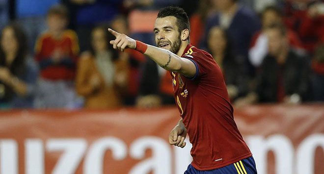 �lvaro Negredo opened the scoring for Spain. It was the 200th goal of the Vicente Del Bosque era.