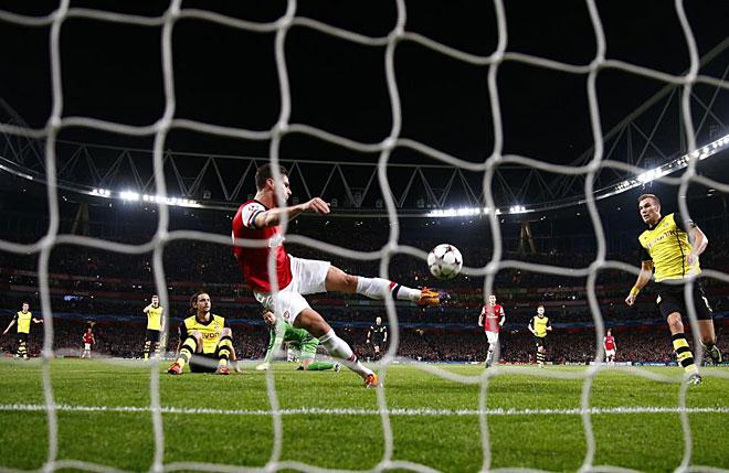 Giroud scores for Arsenal.
