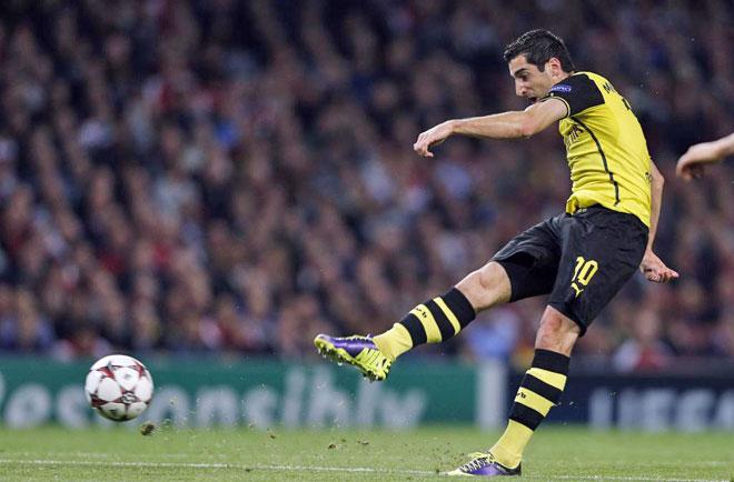 Armenian player Henrickh Mkhitaryan scores for Dortmund.