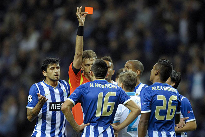 Porto side played with only 10 players since the 6th minute when the Mexican H�ctor Herrera was sent off.