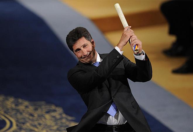 El Premio Pr�ncipe de Asturias de los Deportes ya reposa en manos de Jos� Mar�a Olaz�bal que tuvo un gesto hacia el malogrado campe�n Severiano Ballesteros al recibir el premio.