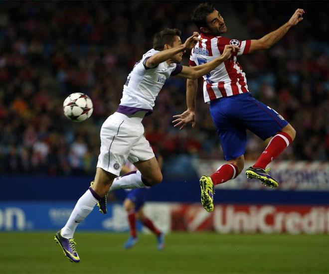 El Cholo siguió confiando en Adrián. El asturiano partió desde la derecha.