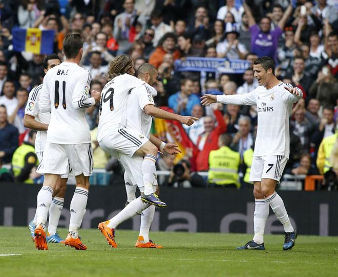 El Real Madrid gole� a la Real Sociead en el Santiago Bernab�u con un 'hat-trick' de Cristiano acompa�ado de los tantos de Benzema y Khedira. Griezmann hizo el tanto donostiarra.