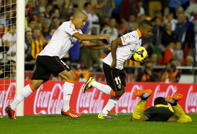 El centrocampista, silbado por Mestalla, empató a pase de Canales.