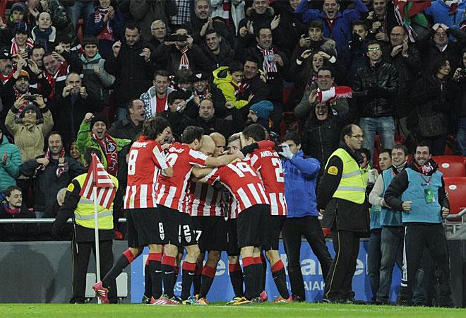 El Athletic hizo un gran despliegue contra el Barcelona en San Mamés.