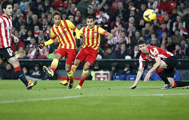 La primera gran ocasión del partido la tuvo Neymar. Iraizoz sacó el remate.