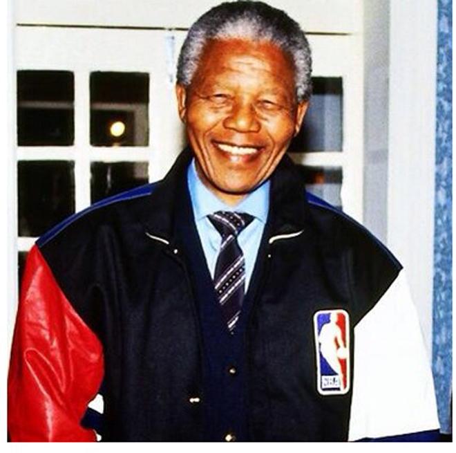"""David Stern, comisionado de la NBA, emitió un comunicado en el que recordaba la figura de Mandela como la de uno de los """"líderes más poderosos e inspiradores del mundo y que supo ver el poder del deporte para inspirar y unir a gente de todas las clases""""."""