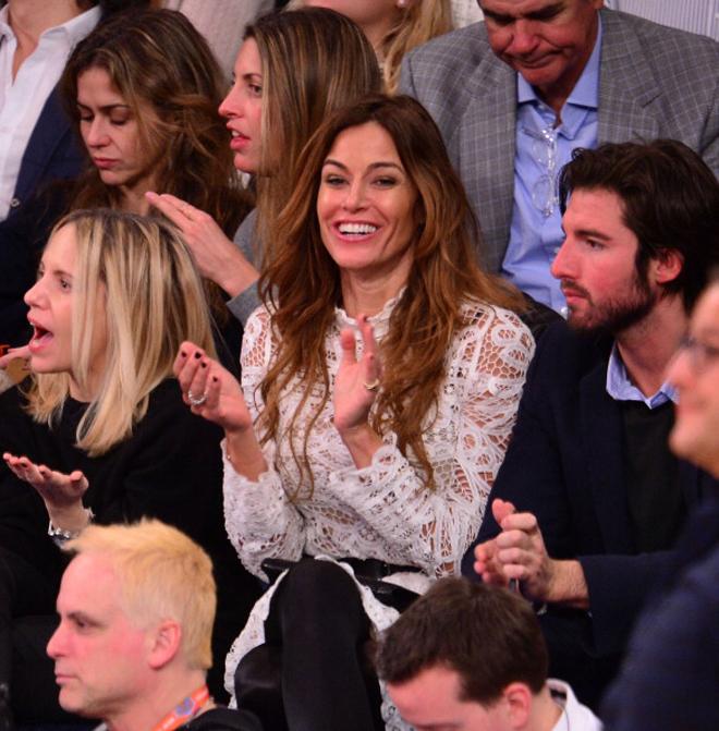 La modelo de culto Kelly Bensimon, que también ha hecho sus pinitos como actriz y llegó a desnudarse en Playboy, fue la auténtica musa del Madison durante el partido entre Knicks y Nets.