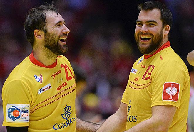 Ca�ellas y Andreu sonr�en al final del partido.