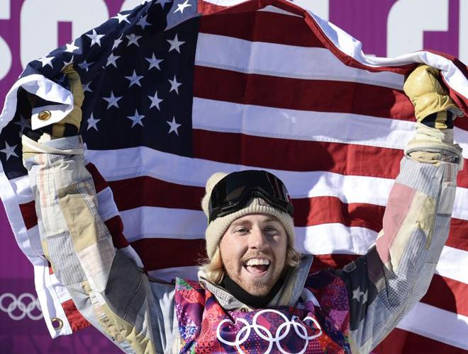 El estadounidense Sage Kotsenburg, primer campe�n ol�mpico de Sochi en la final de Slopestyle.