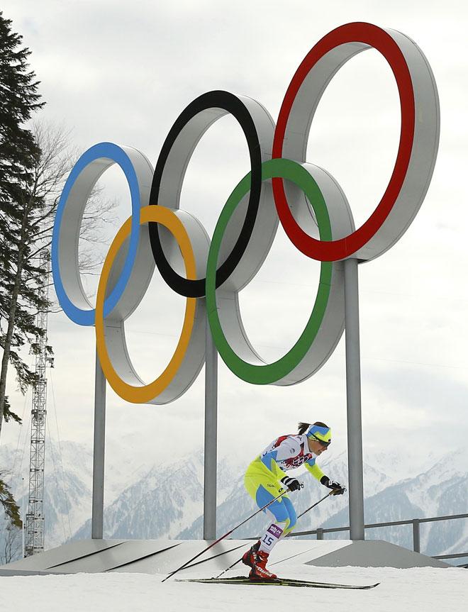 Si alguien se ha propuesto a andar por la nieve con esqu�s podr� valorar el esfuerzo que tienen que hacer los y las esquiadores de fondo. En la imagen, la eslovena Vesna Fabjan, que por el fondo de imagen ya puede decir que es ol�mpica.