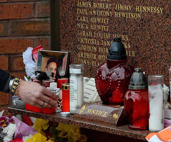 Así quedaron decorados los alrededores de Anfield con motivo del homenaje a las víctimas de la tragedia de Hilsborough.