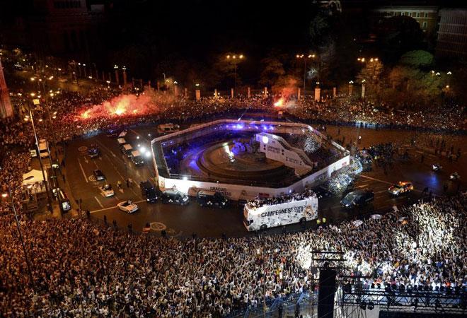 As� estaba la plaza de Cibeles a la llegada de los jugadores, cerca de las 4 de la madrugada.