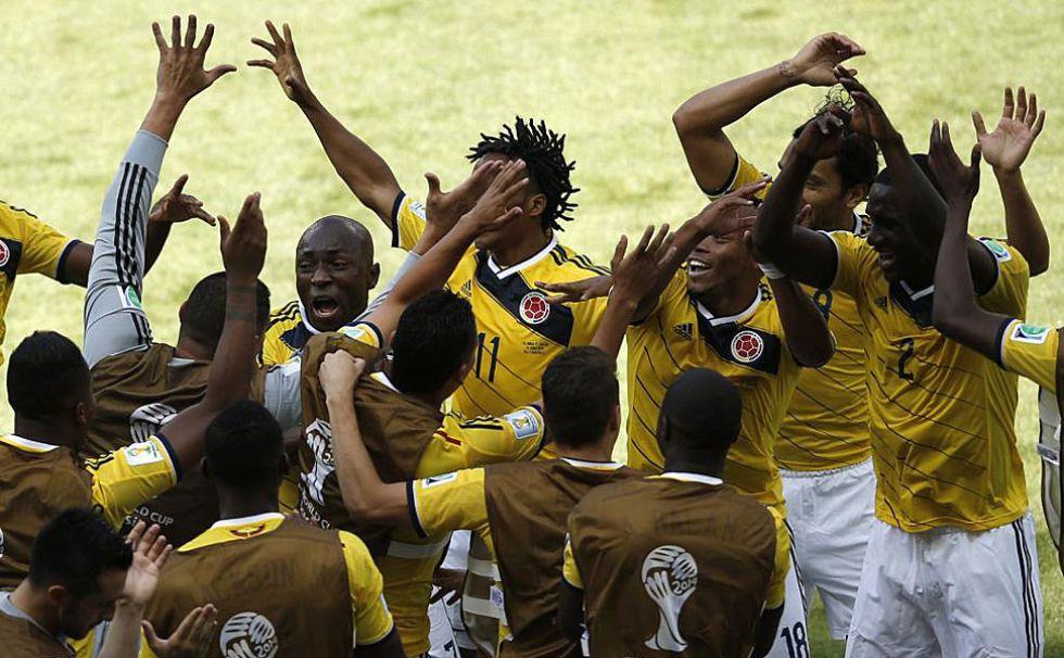 La selecci�n colombiana desbord� alegr�a tras el primer gol.