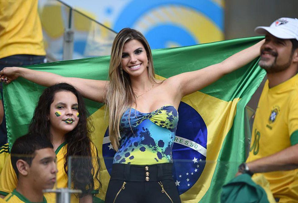 Resultado de imagen para fotos de hinchas brasileñas
