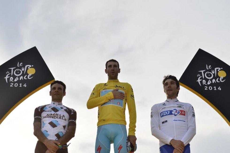 Nibali subi� a lo m�s alto del podio de Par�s y estuvo acompa�ado por el segundo clasificado, Jean-Christophe Peraud, y el tercero, Thibaut Pinot.