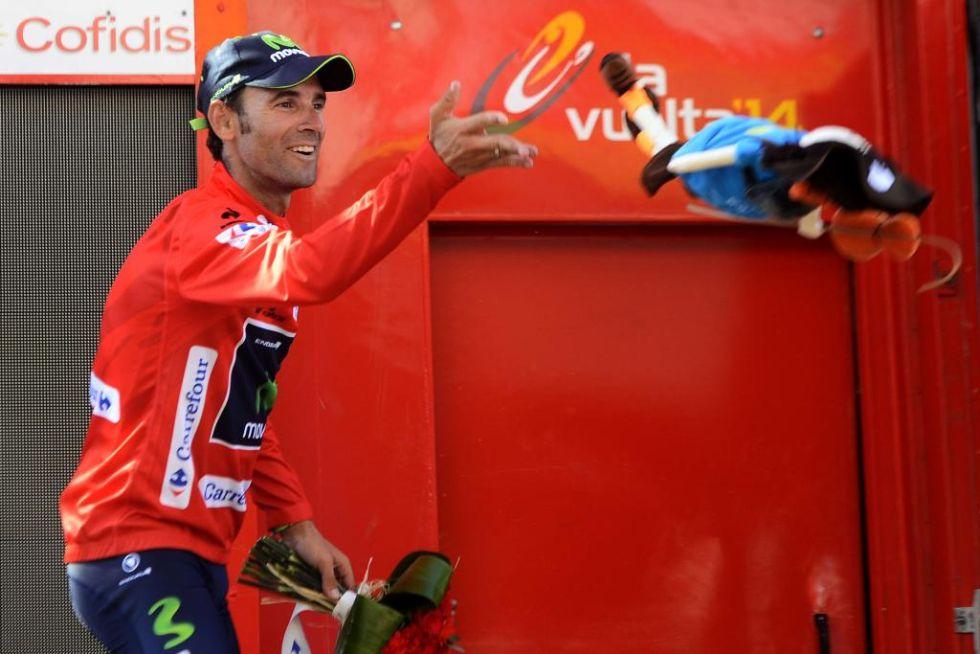 Alejandro Valverde no se esperaba acabar el d�a portando el maillot rojo de l�der pero fue el primer Movistar en cruzar la meta y eso hizo que recogiera el testigo de su compa�ero Castroviejo.