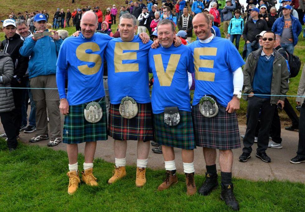 Los aficionados escoceses homenajearon al c�ntabro.