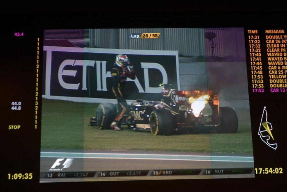Maldonado tuvo que abandonar por un incendio en su Lotus