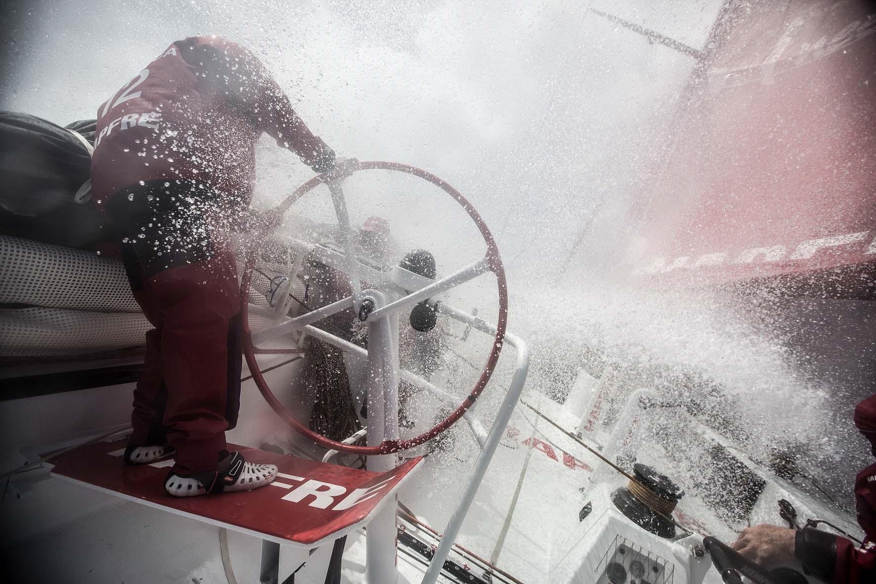 Las condiciones a bordo son francamente duras cuando el mar se complica.