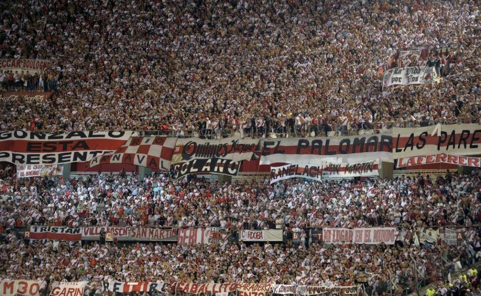 La web Underground Football ha elaborado un ránking con los diez estadios más llenos del mundo. En octavo lugar se sitúa el Monumental, estadio de River Plate, con una asistencia media de 54.000 espectadores esta temporada.