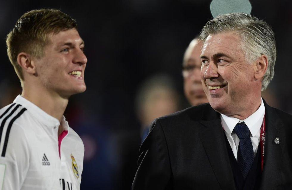 Las sonrisas de Kroos y Ancelotti delatan el momento que viven en el Madrid.