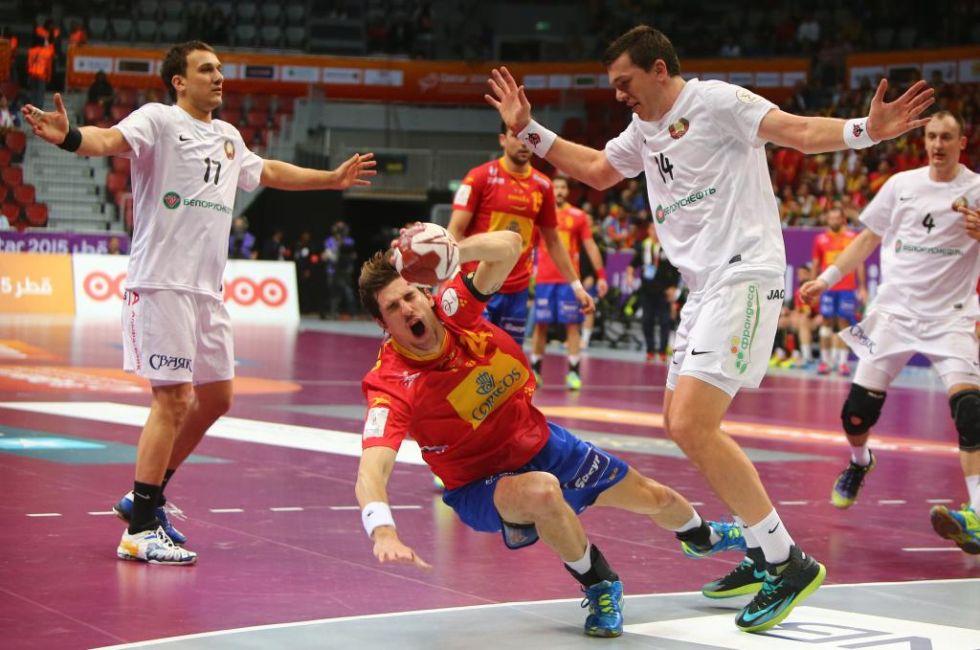 En esta jugada fue expulsado la estrella de Bielorrusia.