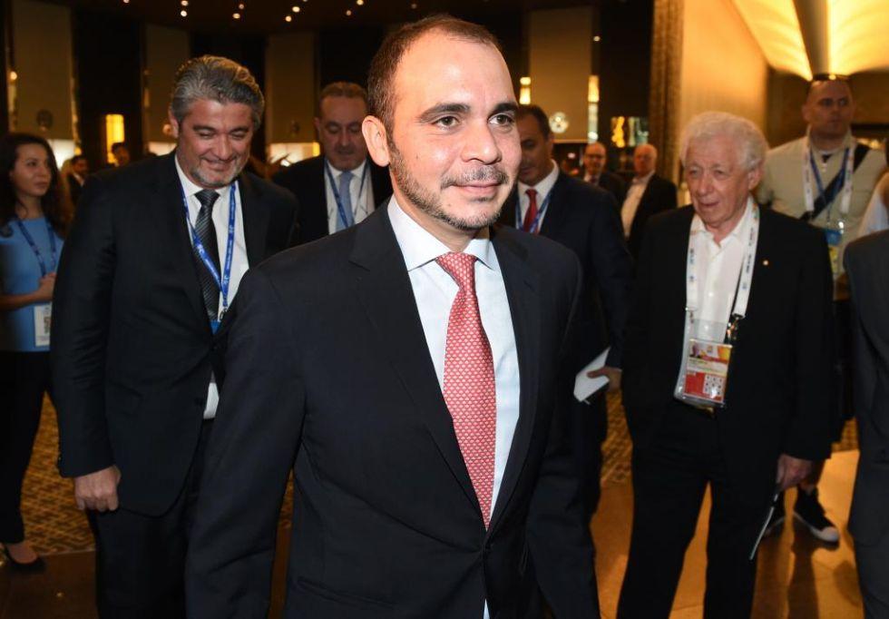 El pr�ncipe jordano, de 39 a�os, vicepresidente de la FIFA por Asia y miembro del Comit� Ejecutivo de la Confederaci�n Asi�tica de F�tbol (CAF), tambi�n se presenta a las elecciones.