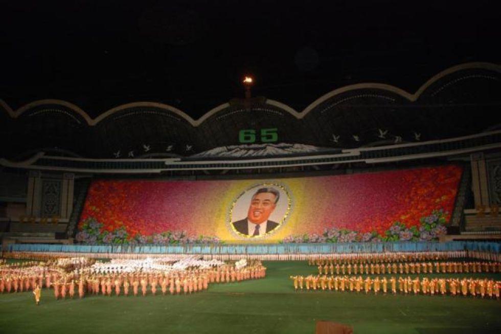 <strong> 1. Reungrado Primero de Mayo: </strong> Corea del Norte reabrirá este año, tras una remodelación, el Reungrado Primero de Mayo, famoso por ser el estadio de fútbol más grande del mundo. Tiene capacidad para 150.000 espectadores y es el escenario de los partidos de la Selección de fútbol de Corea del Norte, además del espectáculo de masas Arirang.