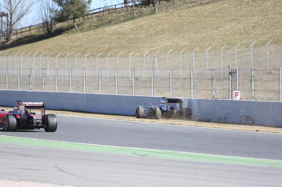 El McLaren comienza progresivamente a perder velocidad.