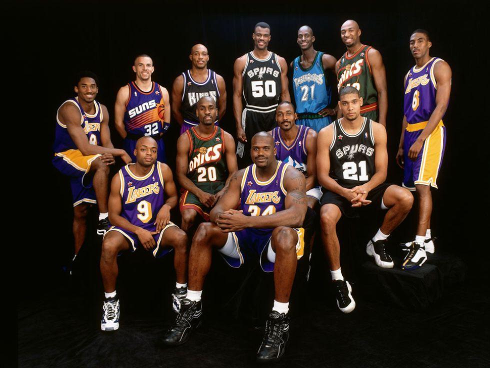 Kobe como parte del equipo de la Conferencia Oeste en su primer All Star.