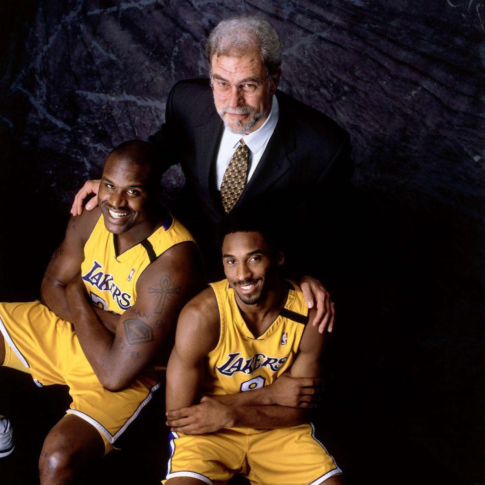 Kobe posa junto a Shaquille y el recién llegado Phil Jackson