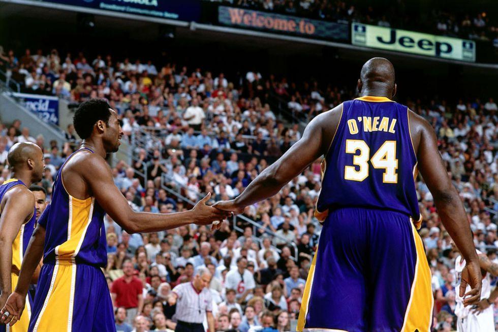 Kobe y Shaq durante un partido de los Lakers.