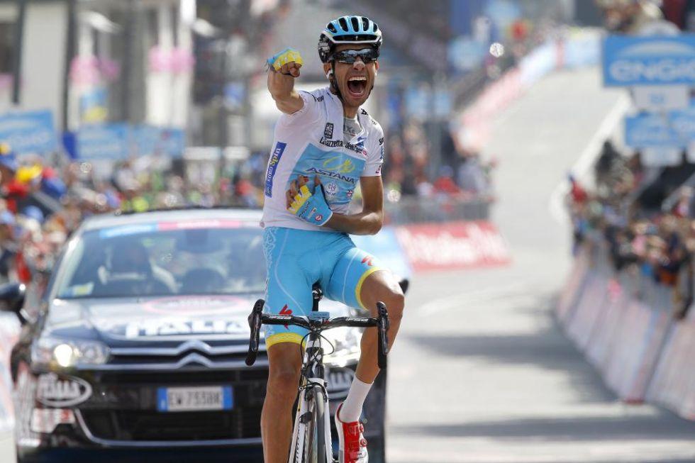 Fabio Aru celebró con mucha rabia su triunfo de meta debido a los que le quisieron dar por 'muerto' en este Giro.