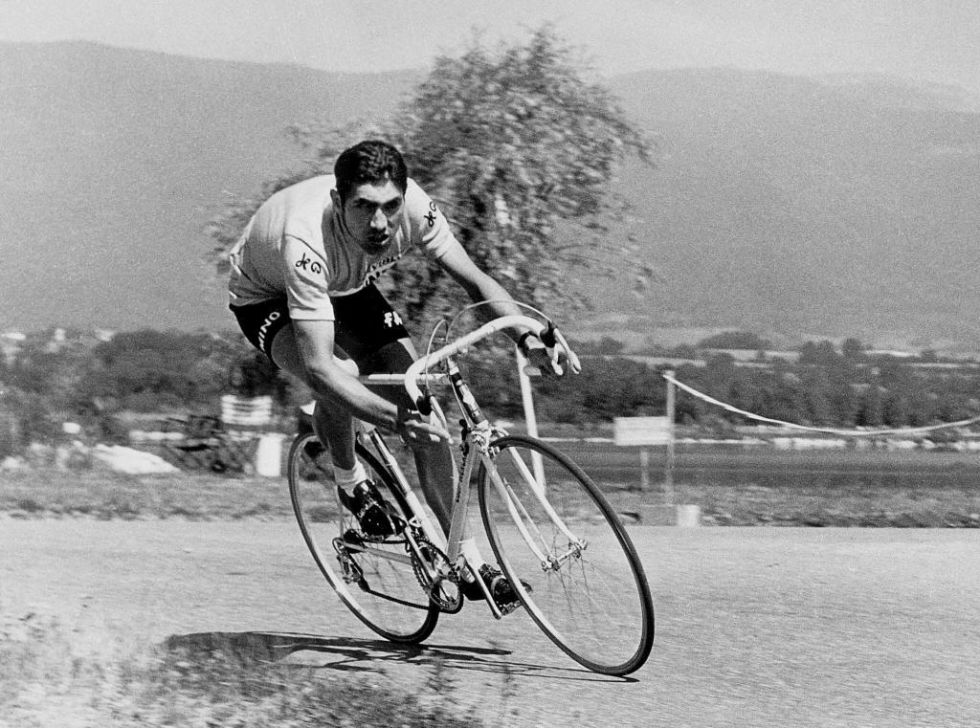 Eddy Merckx ocupa el primer puesto de la lista con ciclistas que han ganado m�s grandes vueltas con un total de 11 (5 Tours, 5 Giros y 1 Vuelta). En la imagen, Eddue Merckx en el Tour de Francia de 1970.