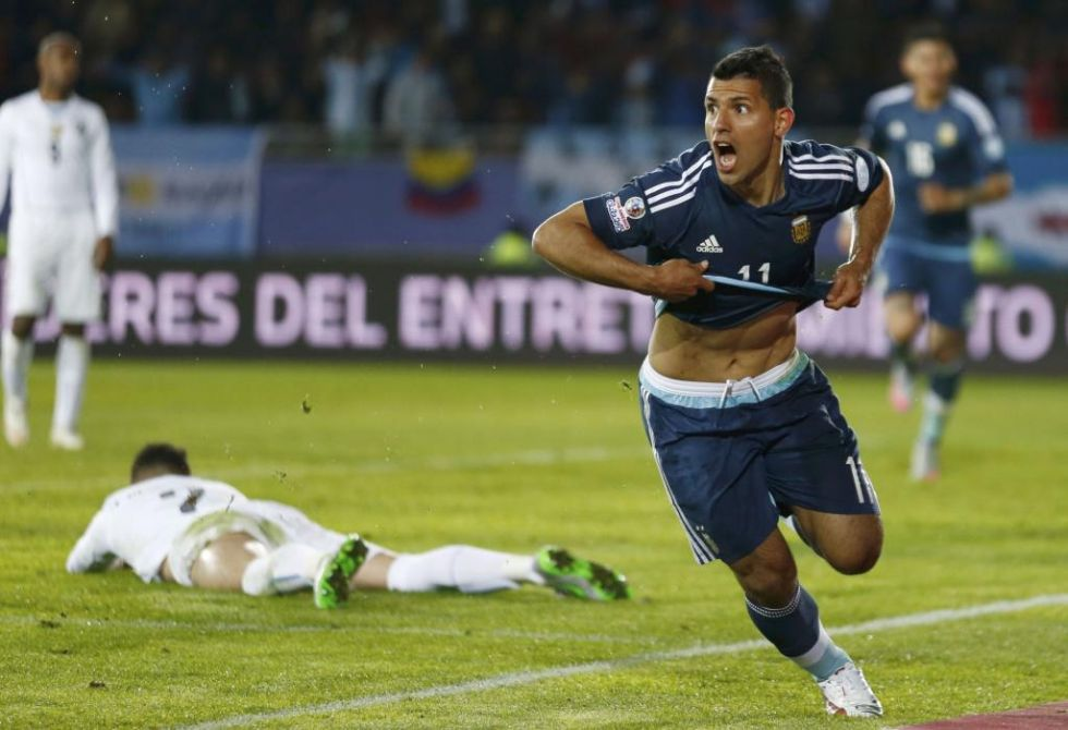 Agüero celebra su gol ante Uruguay